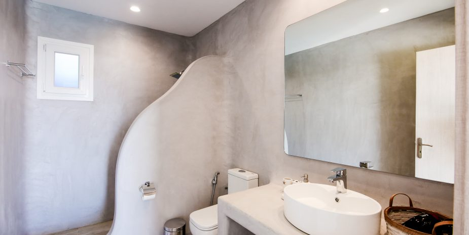 TRADITION BATHROOM WITH MODERN DESIGN